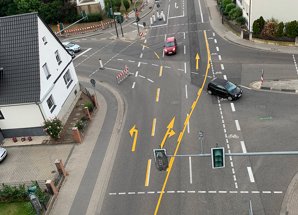 Straßenmarkierung von oben